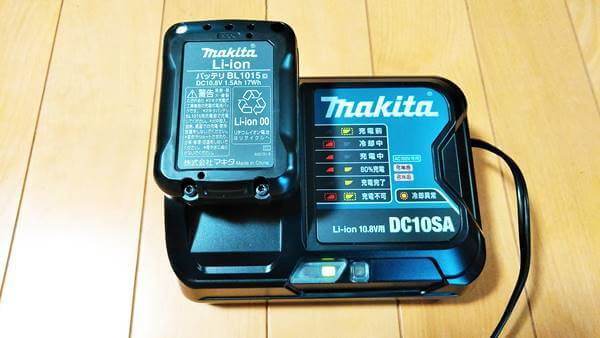 マキタコードレス掃除機の充電器