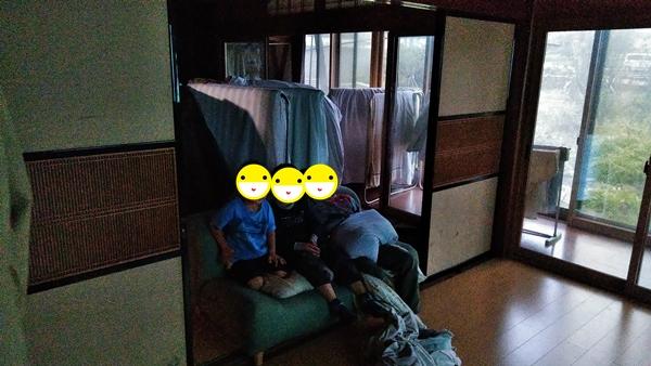 ポップインアラジンとDVDミレルでDVD視聴中の子供たち