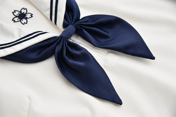 長袖セーラー服のスカーフ(紺色)