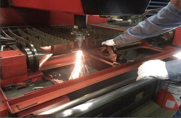 町工場で作られている国産懸垂機