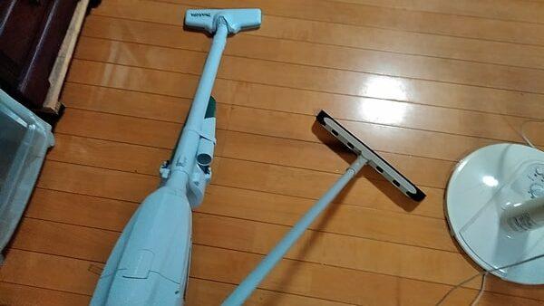 ラバーほうきと掃除機